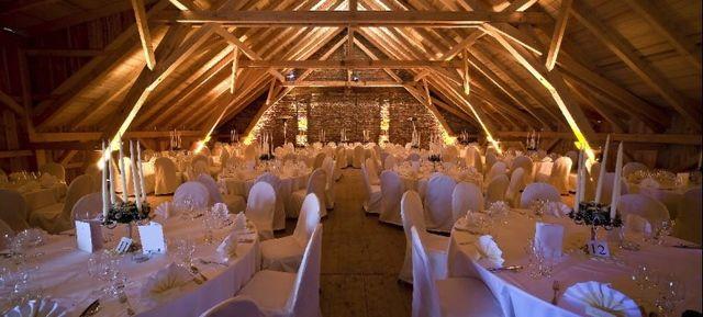 Tischdeko Romantische Scheunenhochzeit Im Vintagestil Mit Lichterkettenzauber Von Nadine Lorenz Fotografie Scheunen Hochzeit Scheune Hochzeit