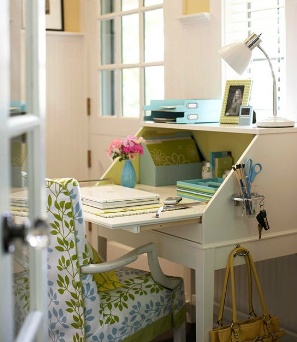 A Secretary Style Desk Doesn T Take Up Much Room So They Are Good Choice For Small Home Office E Close It When You Re Not Working And Takes