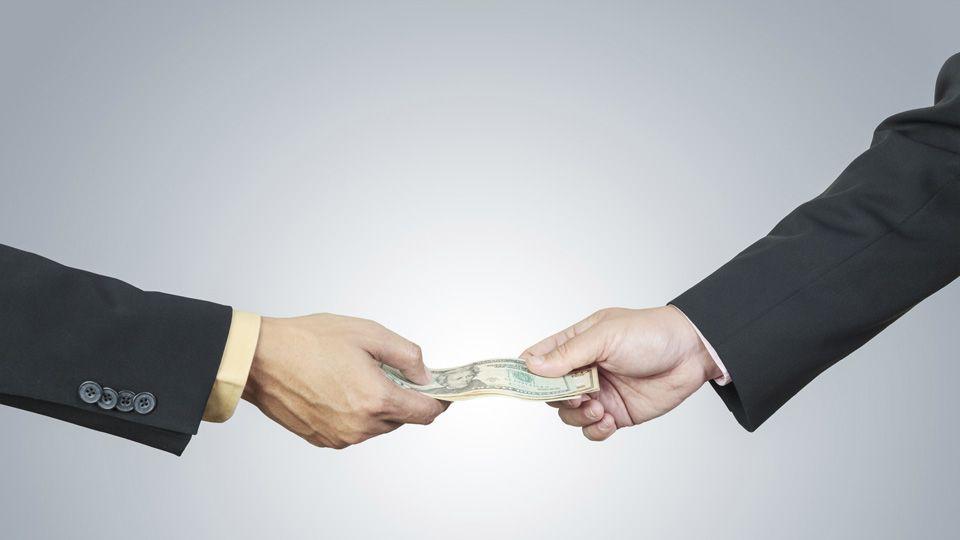 Mitos sobre empréstimos que atrapalham o empreendedor Escrito por Arnaldo Vhieira, especialista em estratégia de negócios