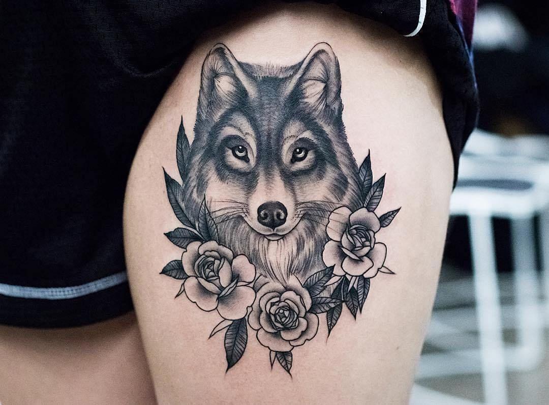 Lobo Entre Flores Por Kristi Walls Tatuagens