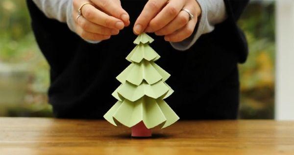Pequeño árbol de navidad con papel | Adornos Navideños Reciclados ...
