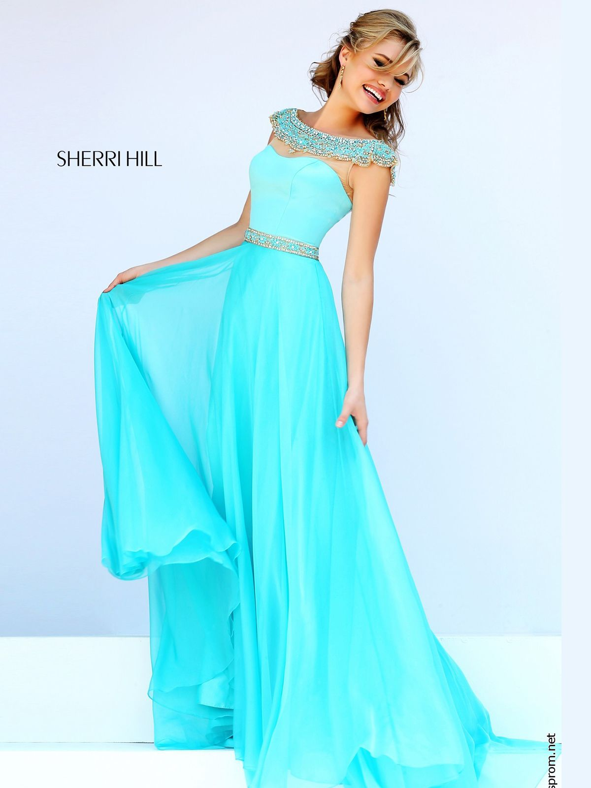 Show off your style in the Sherri Hill prom dress 32220! This elegant prom  gown
