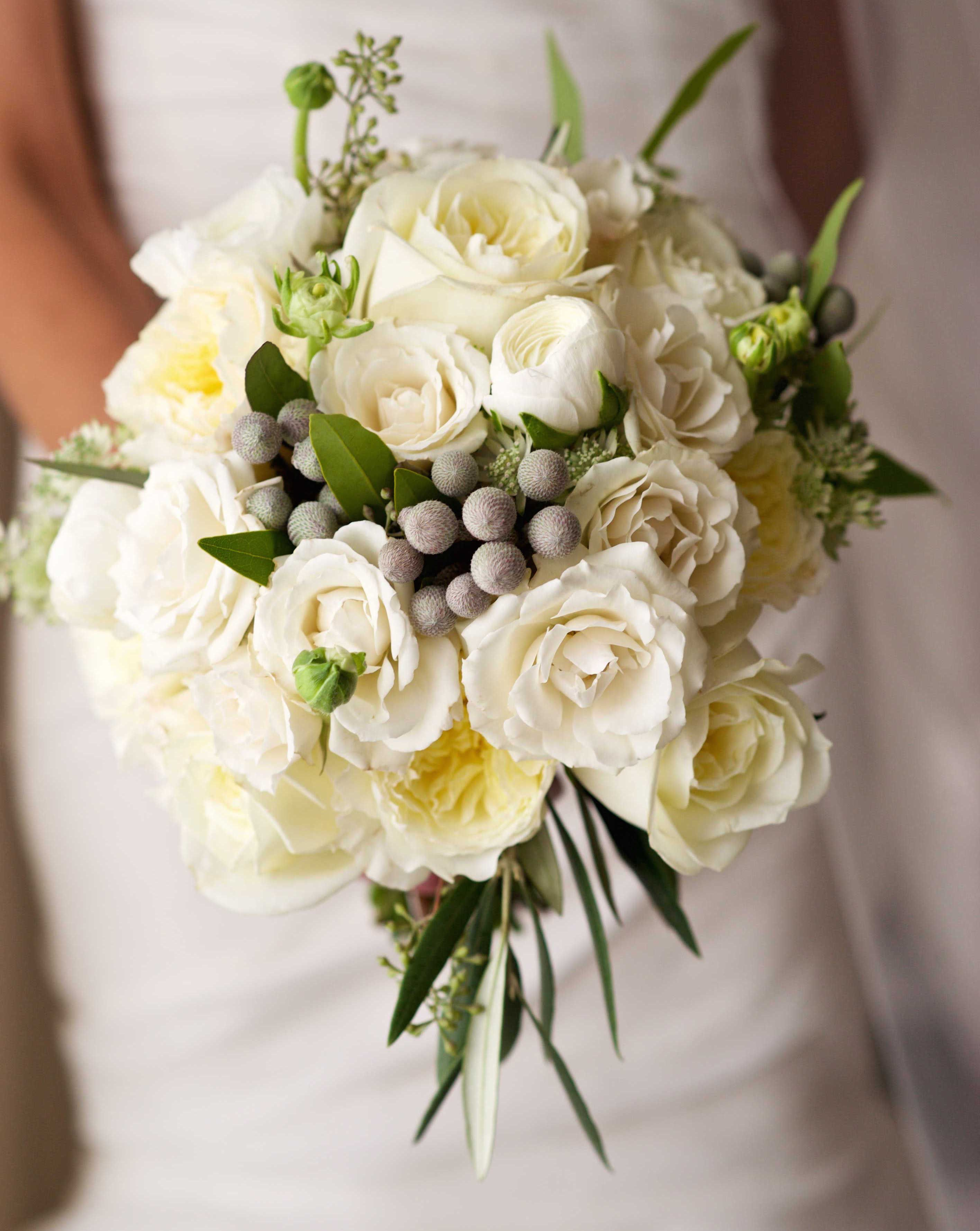 Winter Wedding Bouquet Ideas White Roses Greenery Silver Berries