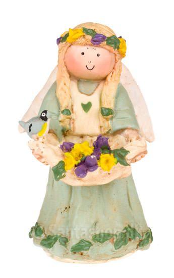 """""""Jeg er englen for marts måned. Jeg giver verden farver igen."""" Her er englen, der markerer forårets komme. Bærer på blomster og blade. En lille fugl sidder på hånden og synger. Stemplet med det originale Annakabouke stempel. Højde: 9 cm. Materiale: Polysten. Englen leveres i æske udformet som en dagbog, der lukkes med silkebånd."""
