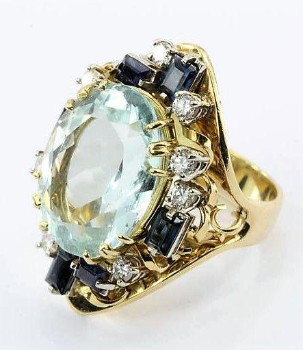 Retro 18 Karat Gold Natural 17 Carat Aquamarine Shire Diamond Tail Ring Jm