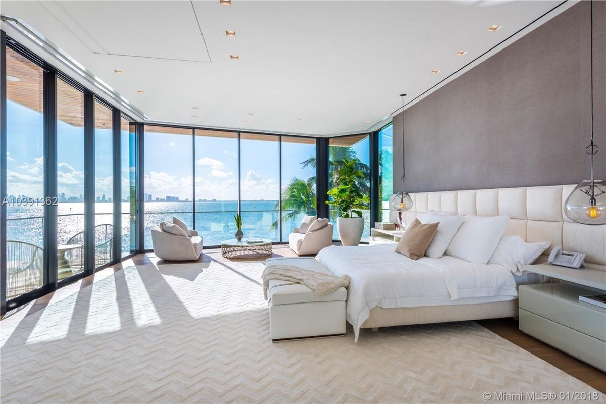 Magnificent Modern Miami Mansion With Ocean Panorama Mansion Interior Bedroom Modern Mansion Interior Luxurious Bedrooms