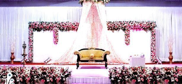 Pin on Hochzeit Bühnendekorationen