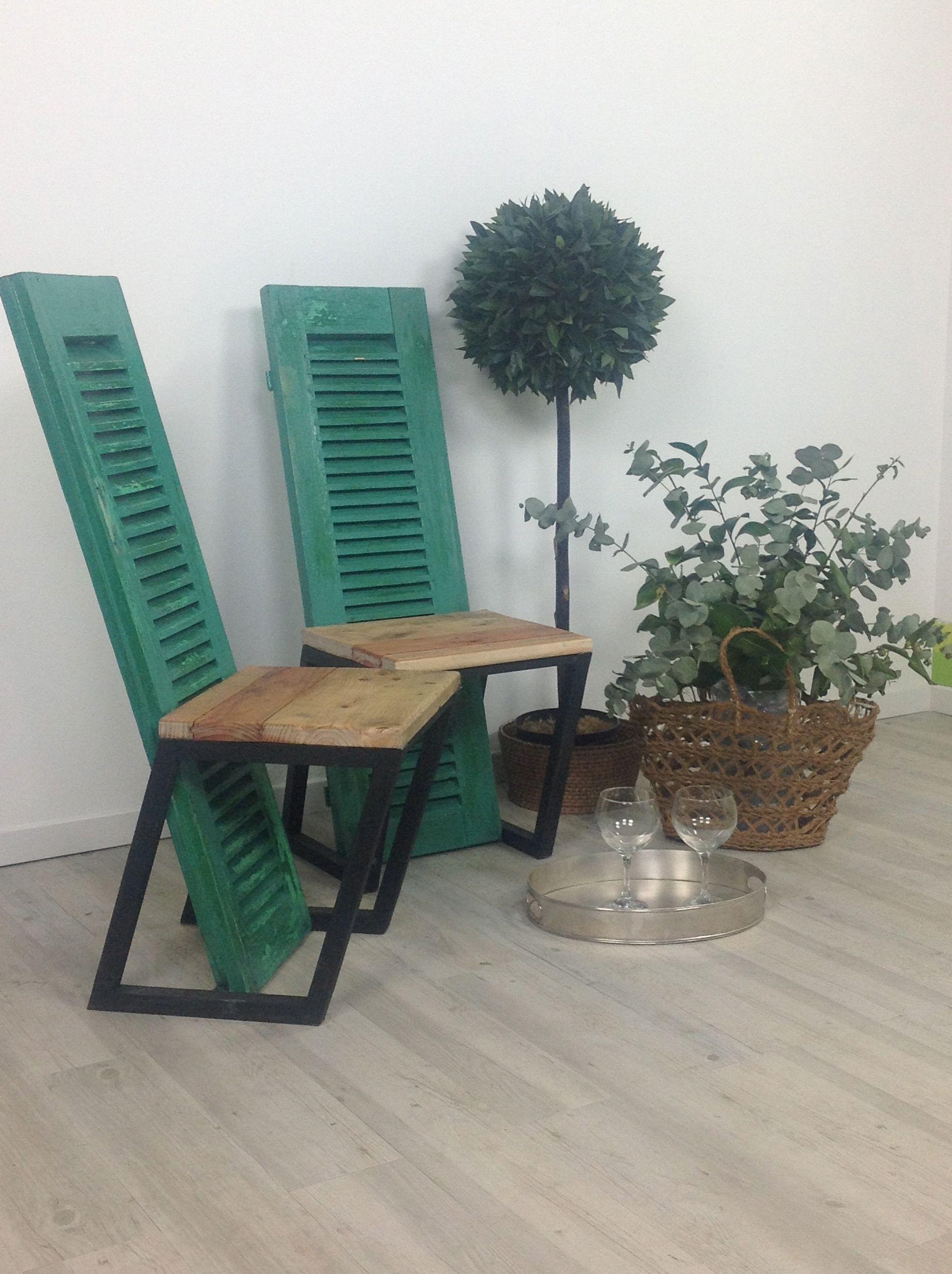 Pareja de sillas realizadas con contraventanas recuperadas para el programa con material de - Muebles de derribo ...