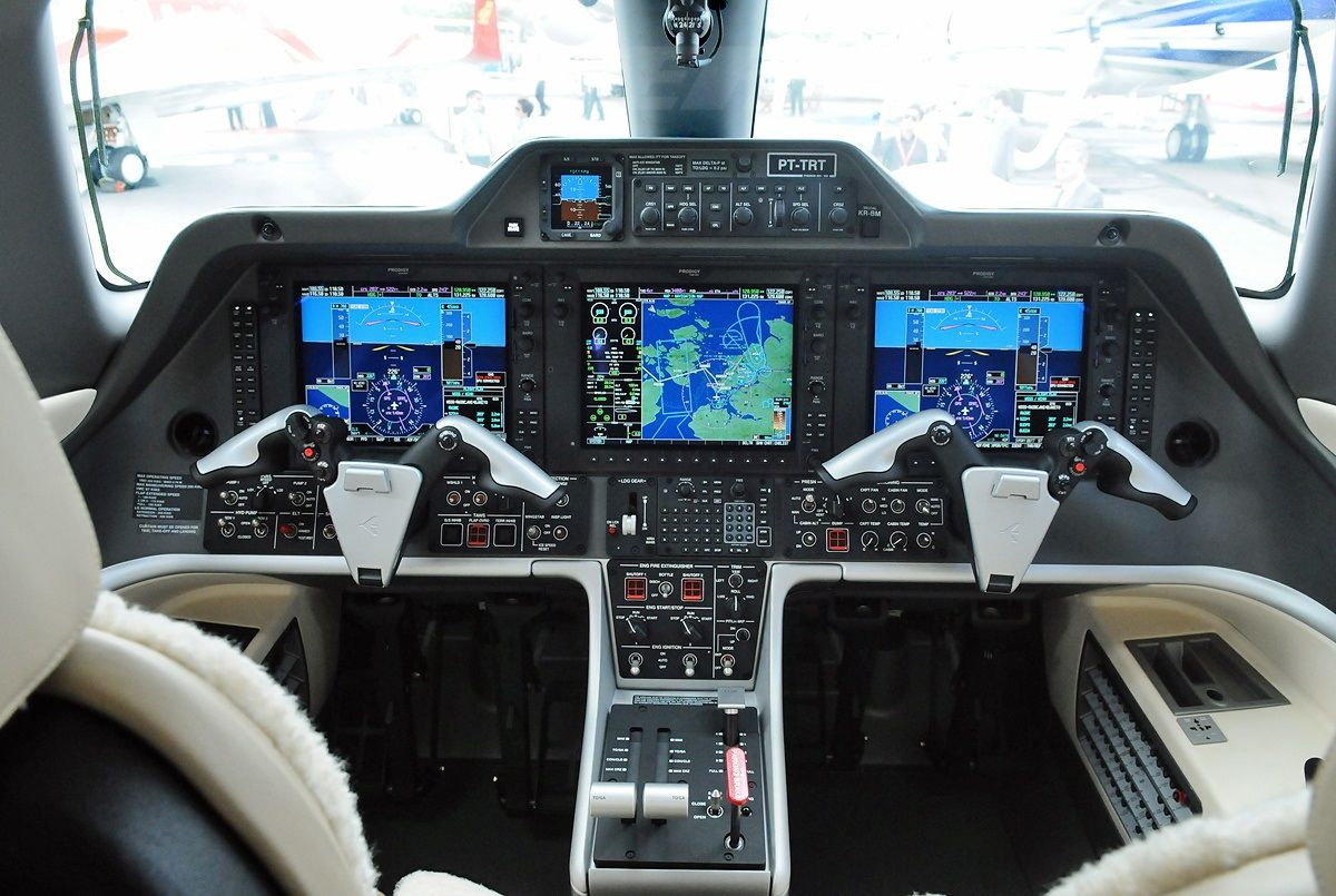 Phenom 300 cockpit phenom executive jet line leaders of innovation - Embraer Phenom 300 For Sale Buy Or Sell Embraer Phenom Private Jet
