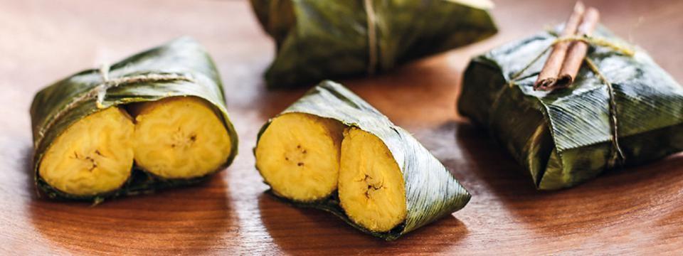 Kochbanane aus dem Bananenblatt