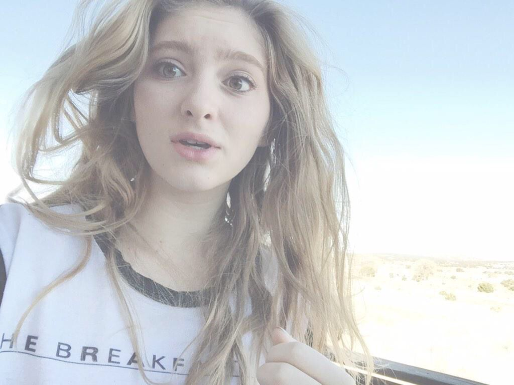 Enjoy This Photo Of Me In Cold Windy New Mexico Willow Shields Celebrities Female Badass Women
