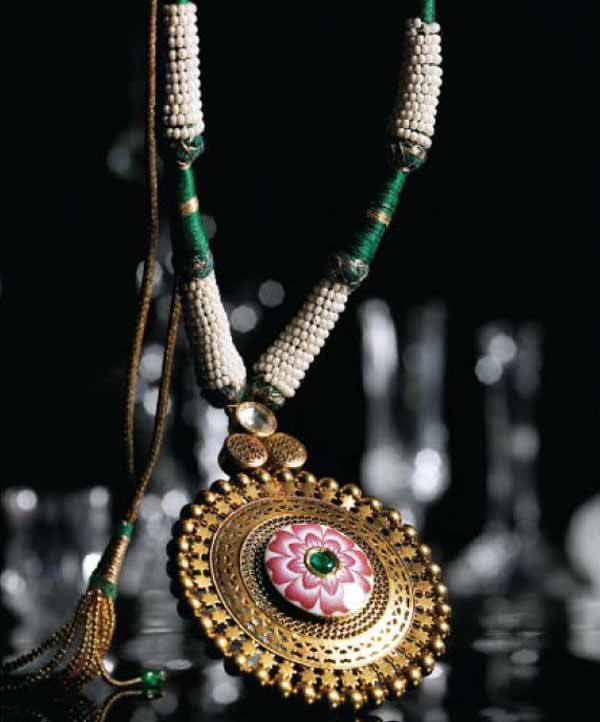 Gold disc necklace by tanishq indian jewellery pinterest gold disc necklace by tanishq aloadofball Choice Image