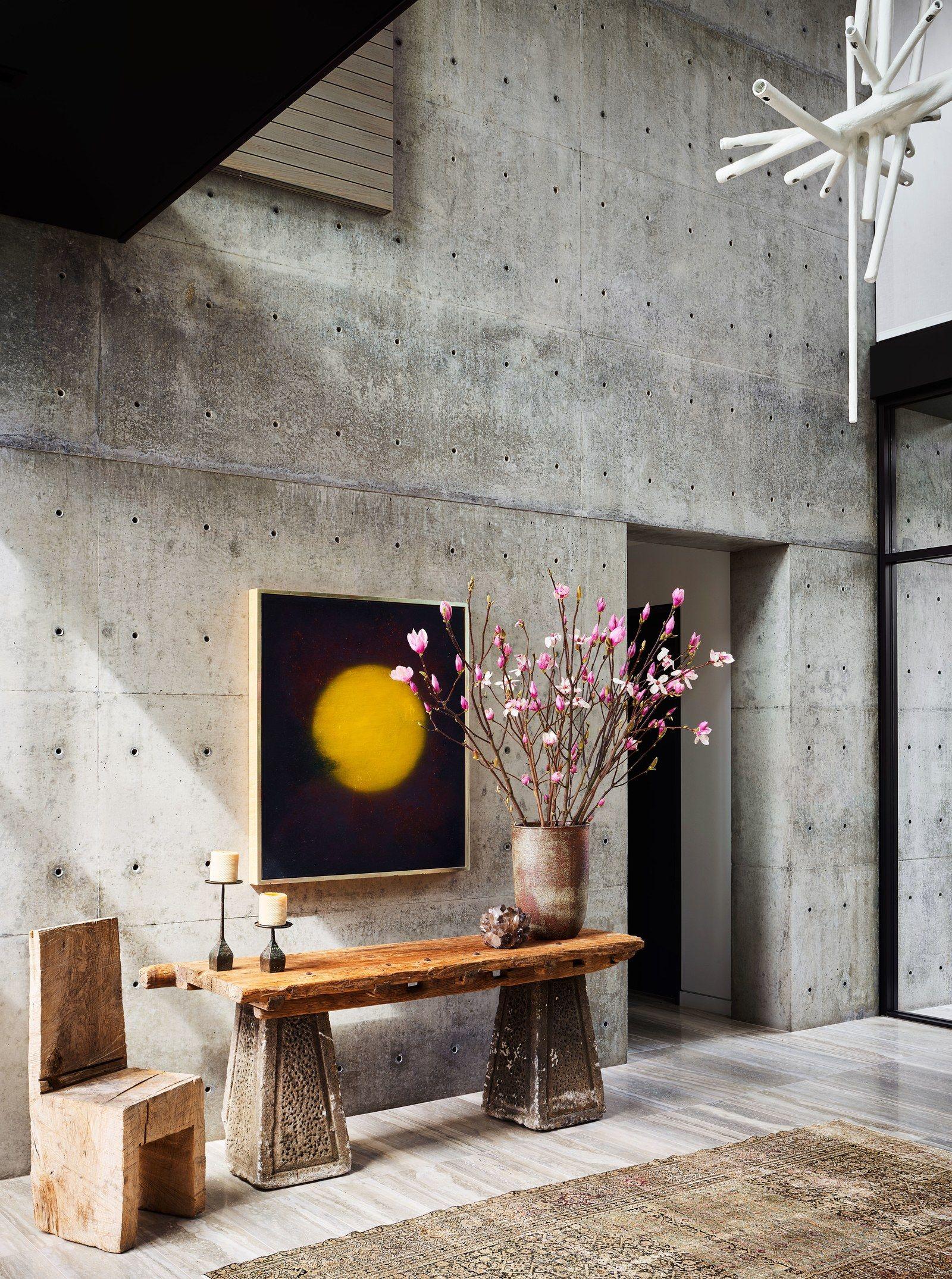 Step Inside Maria Sharapova S Sun Drenched L A Home Concrete Wall Maria Sharapova Celebrity Houses