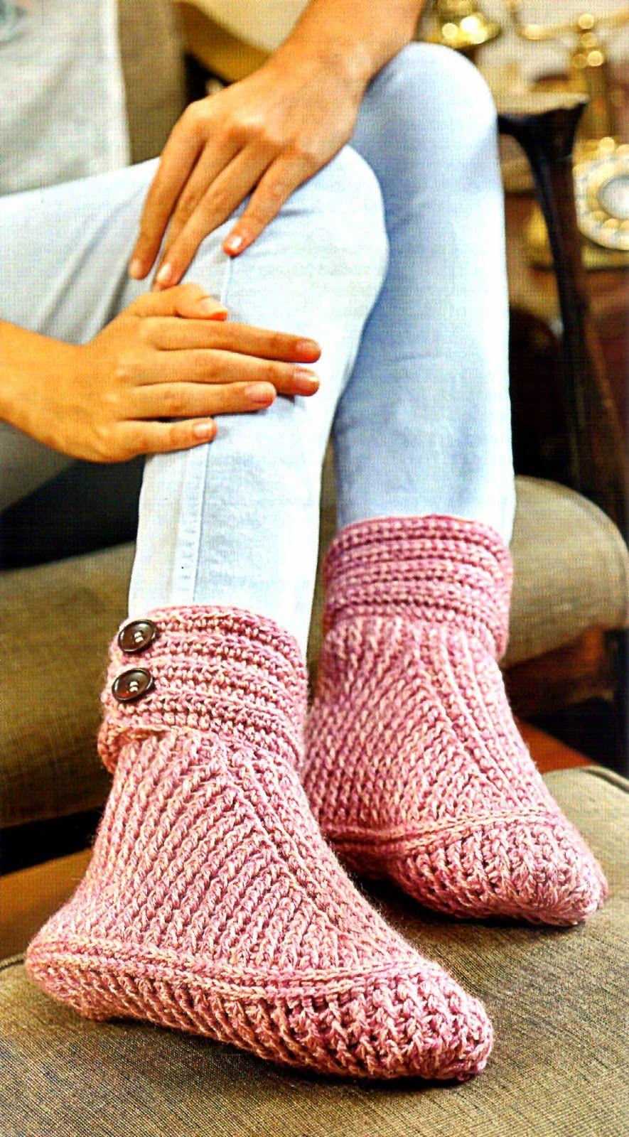 tejidos artesanales en crochet: zapato tejido en crochet con puño abotonado