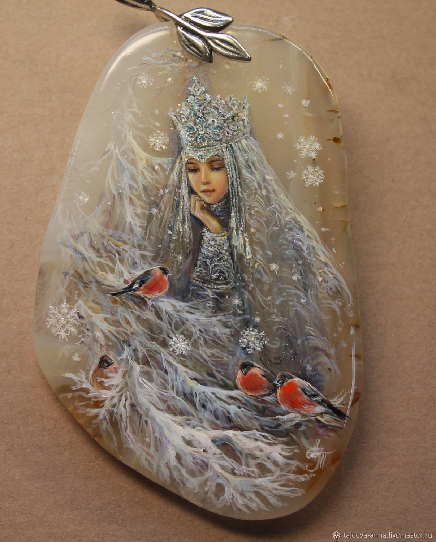 картинки миниатюра на камне зимние широких плеч стоит