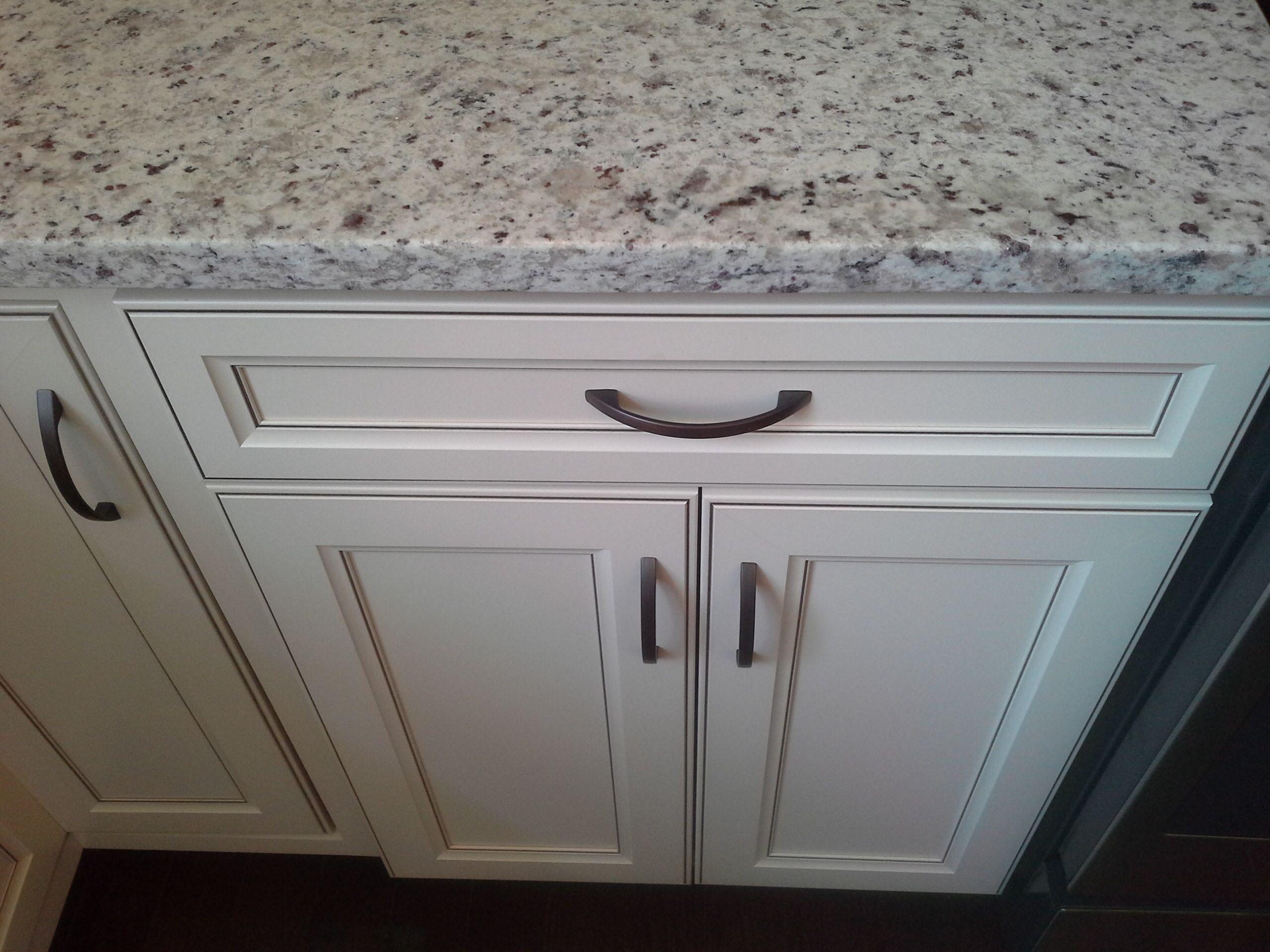 Bon Aristokraft Cabinets Durham Style, Toasted Antique Finish. This Is Arctic  Flower Granite. (Our New House Has Colonial White Granite)