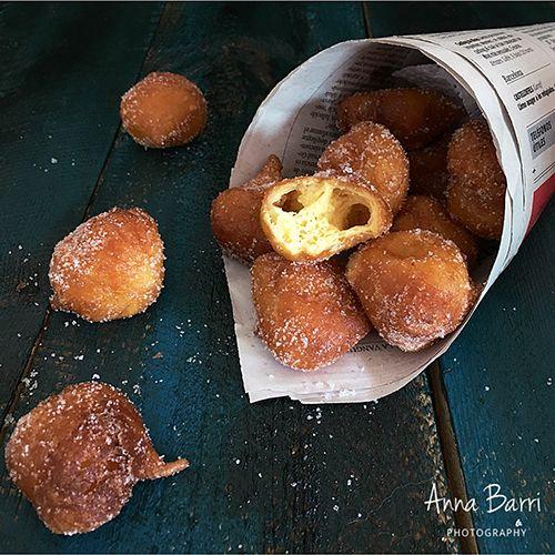 Buñuelos de viento {Fried choux pastry with anise} | via www.gastroadikta.com