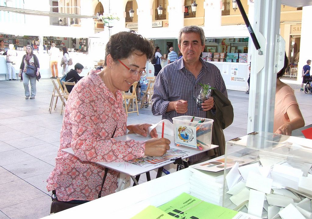 Feria Del Libro De Huesca 2016 Couple Photos Photo Couples