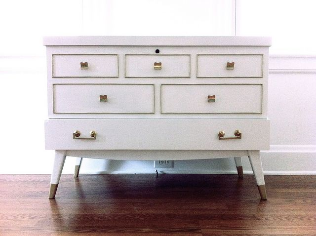 Lane Cedar Chest W Behr Semi Gloss Pure White And Ms Metallic Golden Pearl Used Barkeeper S Friend On The Pulls