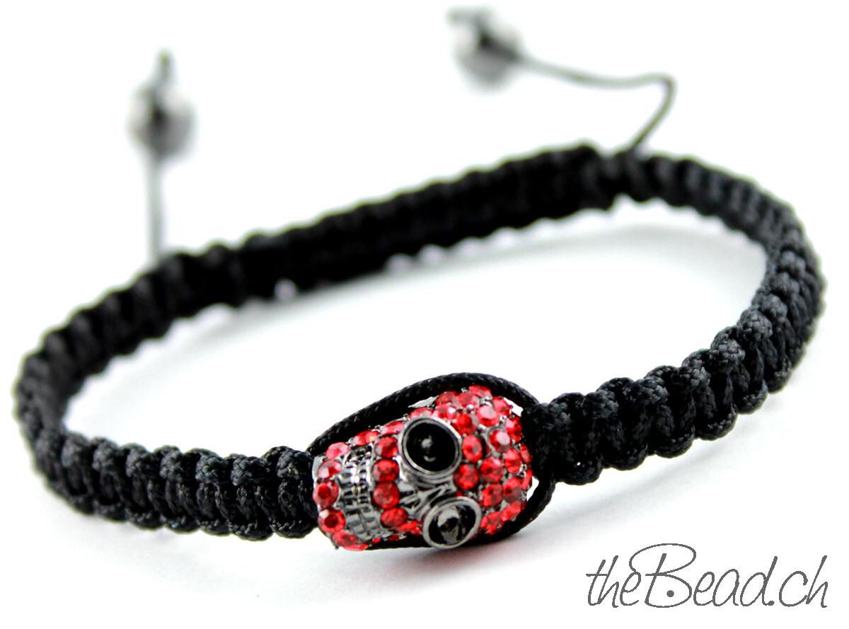 Kuva sivustosta http://www.thebead.ch/images/product_images/original_images/shamballa_armband_makramee_geknuepft_totenkopf.jpg.