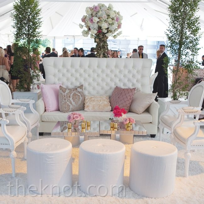 Romantic white lounge area | Photographer: Riverbend Studio | www.theknot.com