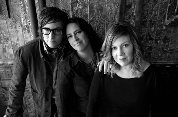"Luscious Jackson - New ""Magic Hour"" album is intoxicating.  Can't stop listening to it."