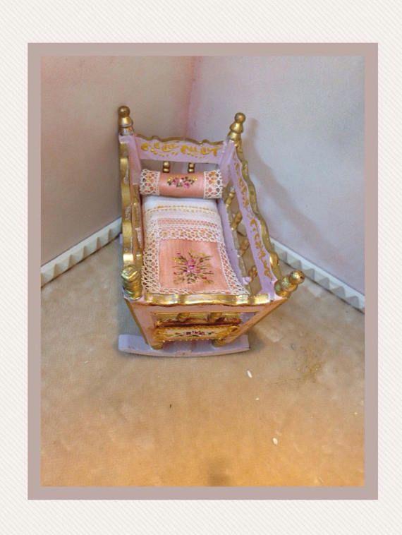 Cuna madera policromada 1/12. Hand painted furnitures | miniatura ...