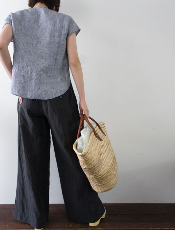 Envelope.co.jp - 2013 - Lisette - Costa - Wide pants for summer. The fabric is thin linen, which gives fresh and cool atmosphere. Machine-washable with a net bag. 100% Lin