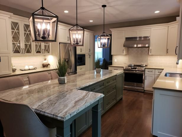 Elegant Traditional Kitchen With L-Shaped Island