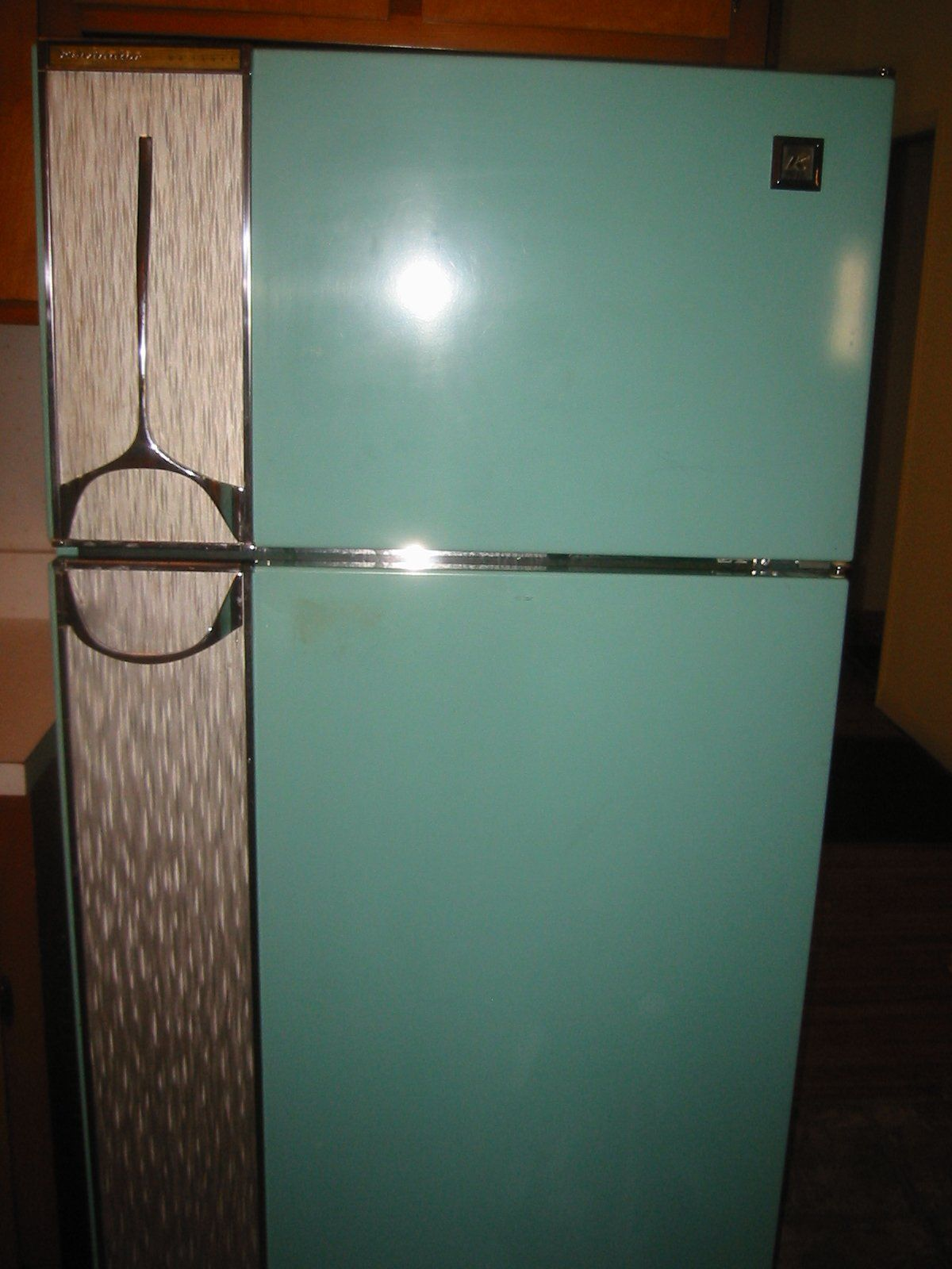 Antique vintage unfinished refrigerators - This Is One Of The Coolest Fridges I Have Ever Seen Love It