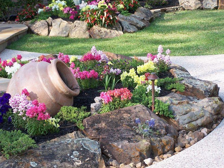 Anfore Con Fiori.Giardini Con Sassi Fiori Anfora Terracotta Idee Giardino