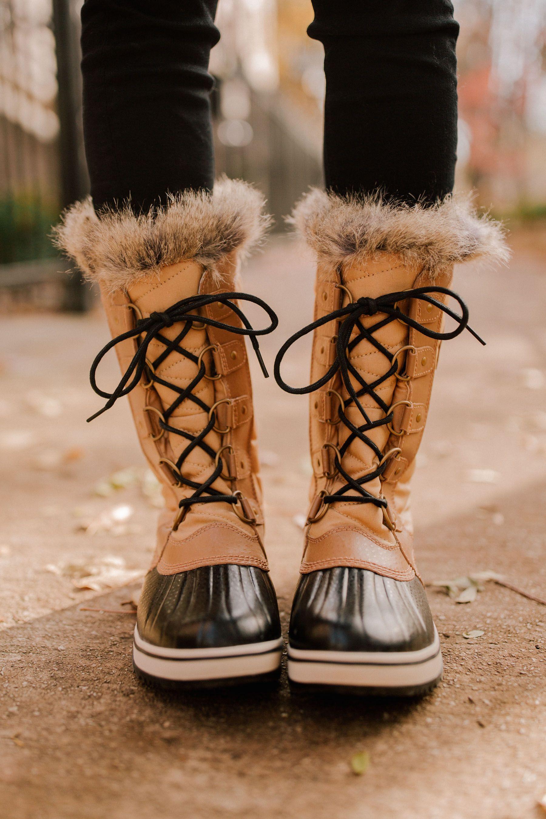 Sorel Tofino II Boots - Kelly in the City