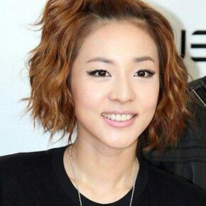 Short Hair Waves Sandara Park Of 2ne1 Short Hair Waves Short Hair Styles Digital Perm
