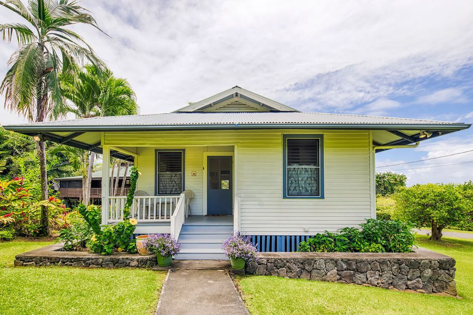 Adorable Hawaiian bungalow offers slice of paradise for