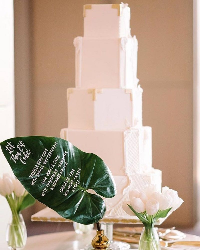 Modern white wedding cake #weddingcake