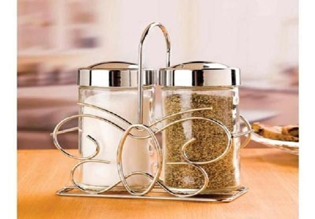 Salt and Pepper shaker with stand. Starting at $3 on Tophatter.com!
