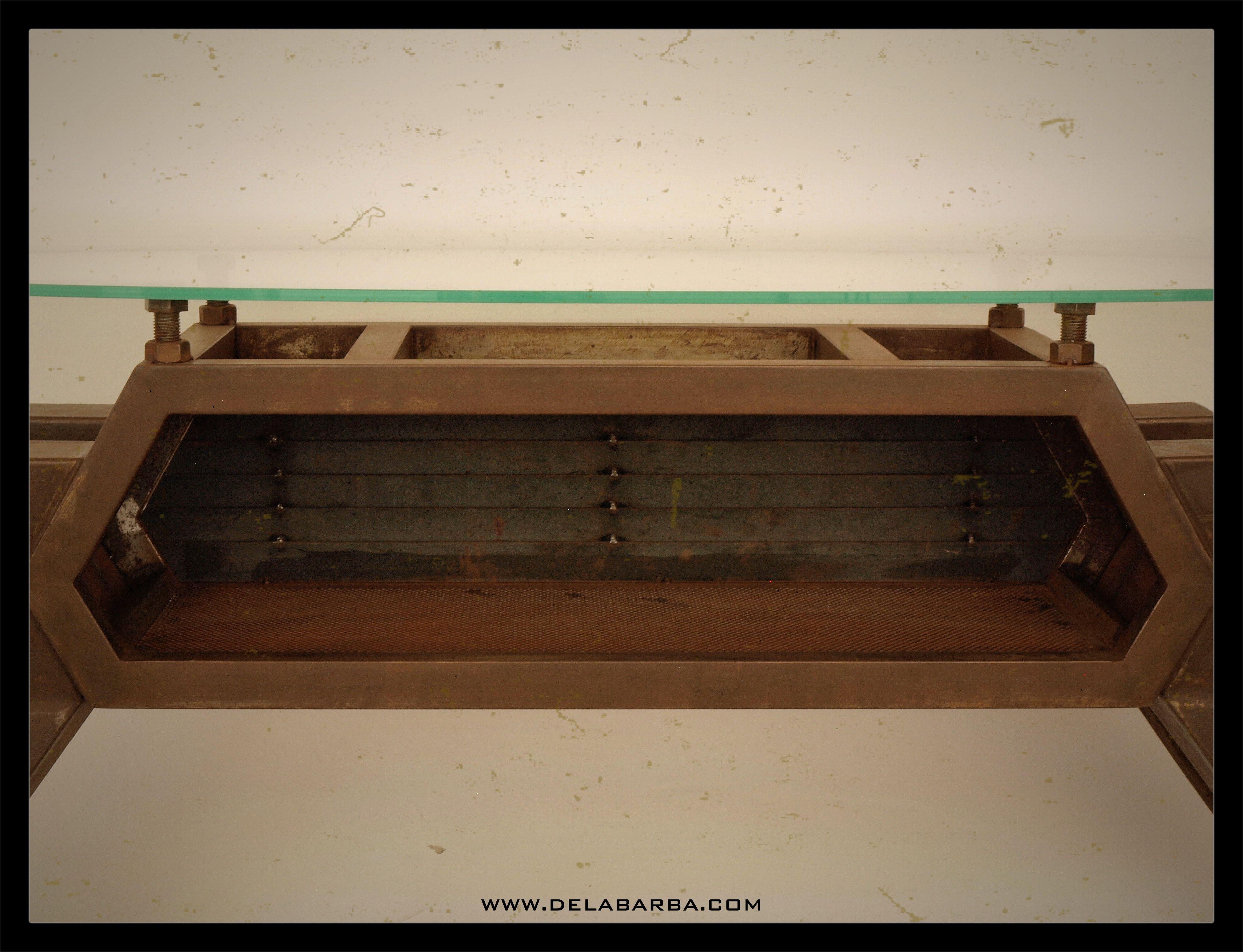 Mostrador para tienda estilo retrofuturista. Edición limitada.   #mesa #table #taburete #stool #luz light #design#lamp#steampunk#metal #metalworking#metal #mesa #soldadura #lincolnelectric #metalart #welding #weldingart #metaltable #industrialart #metalforniture #recycledart #bcn #mataró #delabarba #dibujo #boceto #taller #decoración #deco #diseño #design #designing  #trabajo #hardworking  #creativity #creativityfound #creatividad #creatividadalpoder