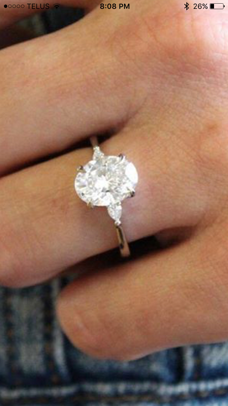 oval engagement rings which look classy..
