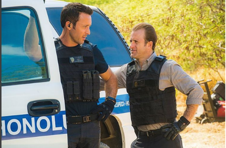 Pin by movienewsguide on MNG Entertainment | Alex o'loughlin