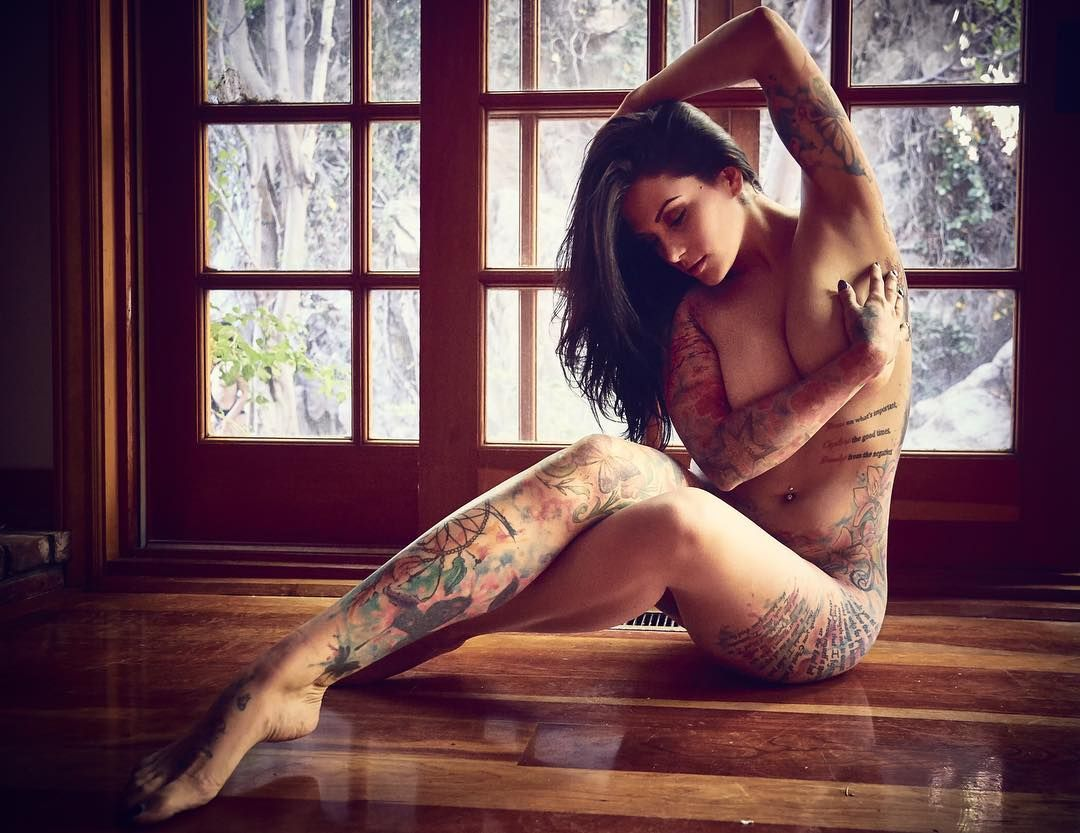 Nicole Gale Anderson Fakes Nude