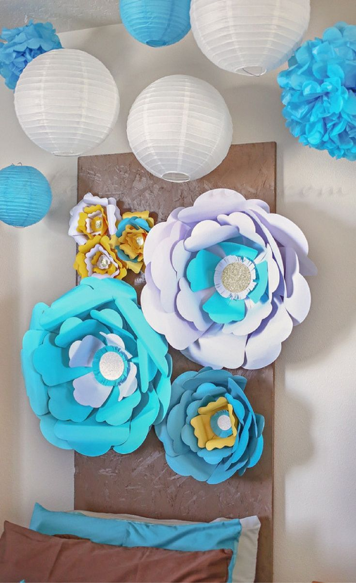 Making this girls floral wall using this Big Blooms Paper Flower Kit