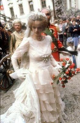 The Massive Pearl Tiara Was Later Worn By Countess Gloria Von Schonburg Glauchau When She Wed Johannes 11th Royal Weddings Flower Girl Dresses Wedding Dresses