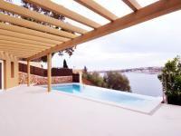 Chalet en venta en Puerto de Mahón - Cala Llonga de diseño con impresionante piscina e increíble vistas al mar #lujo #diseño #inmobiliaria #forsale #menorca #comprar
