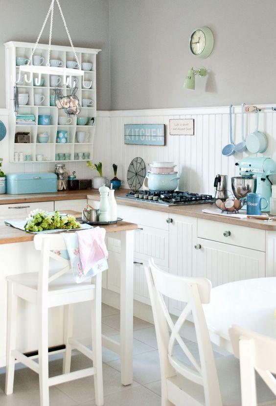 Inselküche Casa im Landhausstil, senkrecht geplankt in Grau (RWK - küche l form