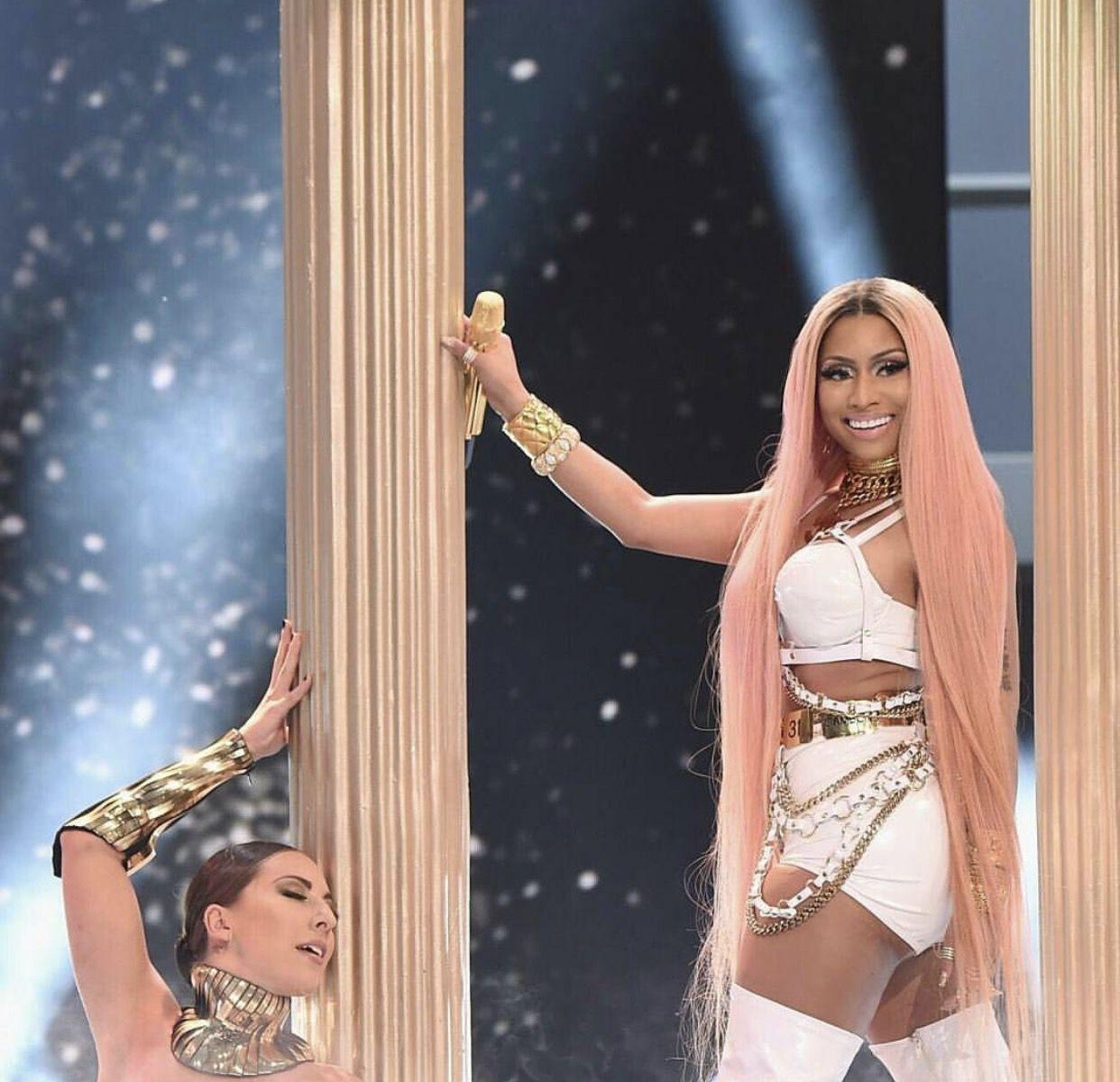 Nicki Minaj #NBAAWARDS 2017 | Nicki minaj outfits, Nicki ...