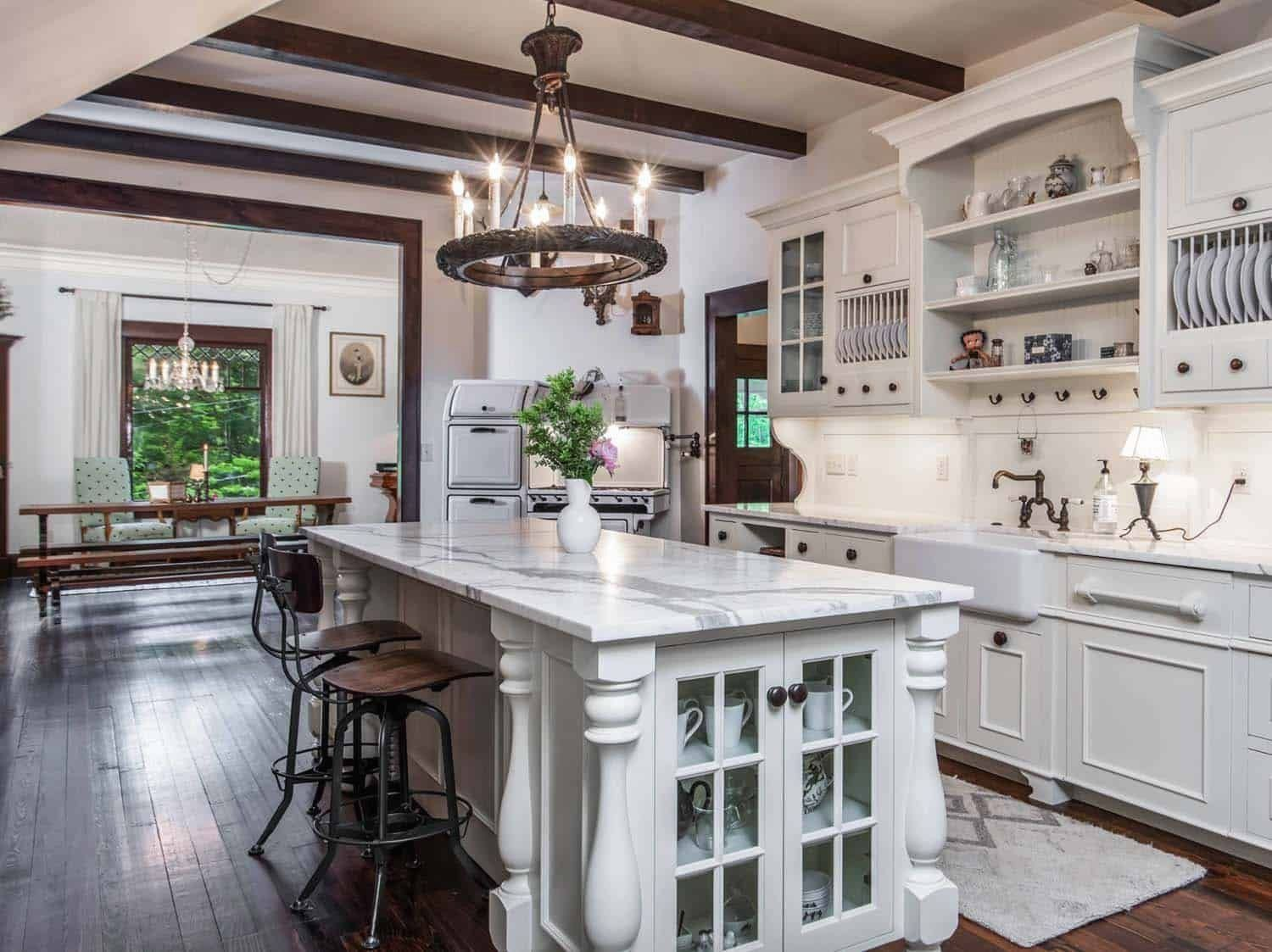 Victorian Farmhouse In Georgia Gets Transformed With Charming Details Modern Design In 2020 Victorian Farmhouse Modern Victorian Homes Victorian Interior Design