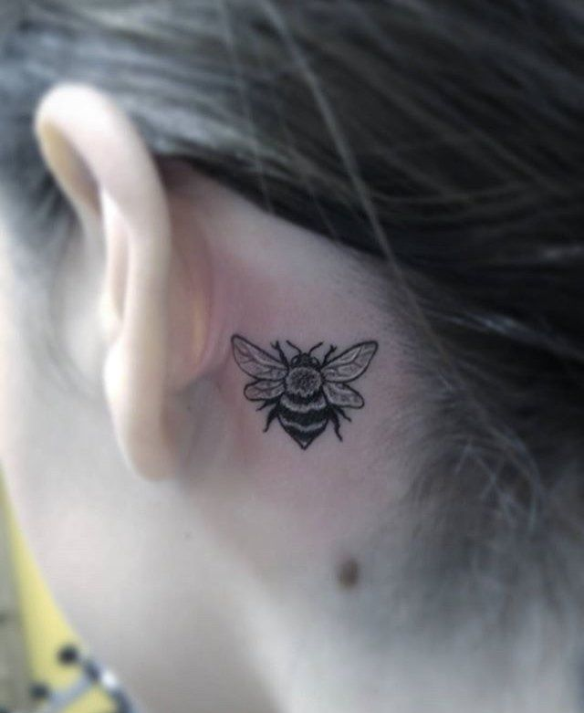The Detail In This Tiny Honey Bee By Tattoo Artist Lauren Purson Is Incredible Behind Ear Tattoos Behind Ear Tattoo Ear Tattoo