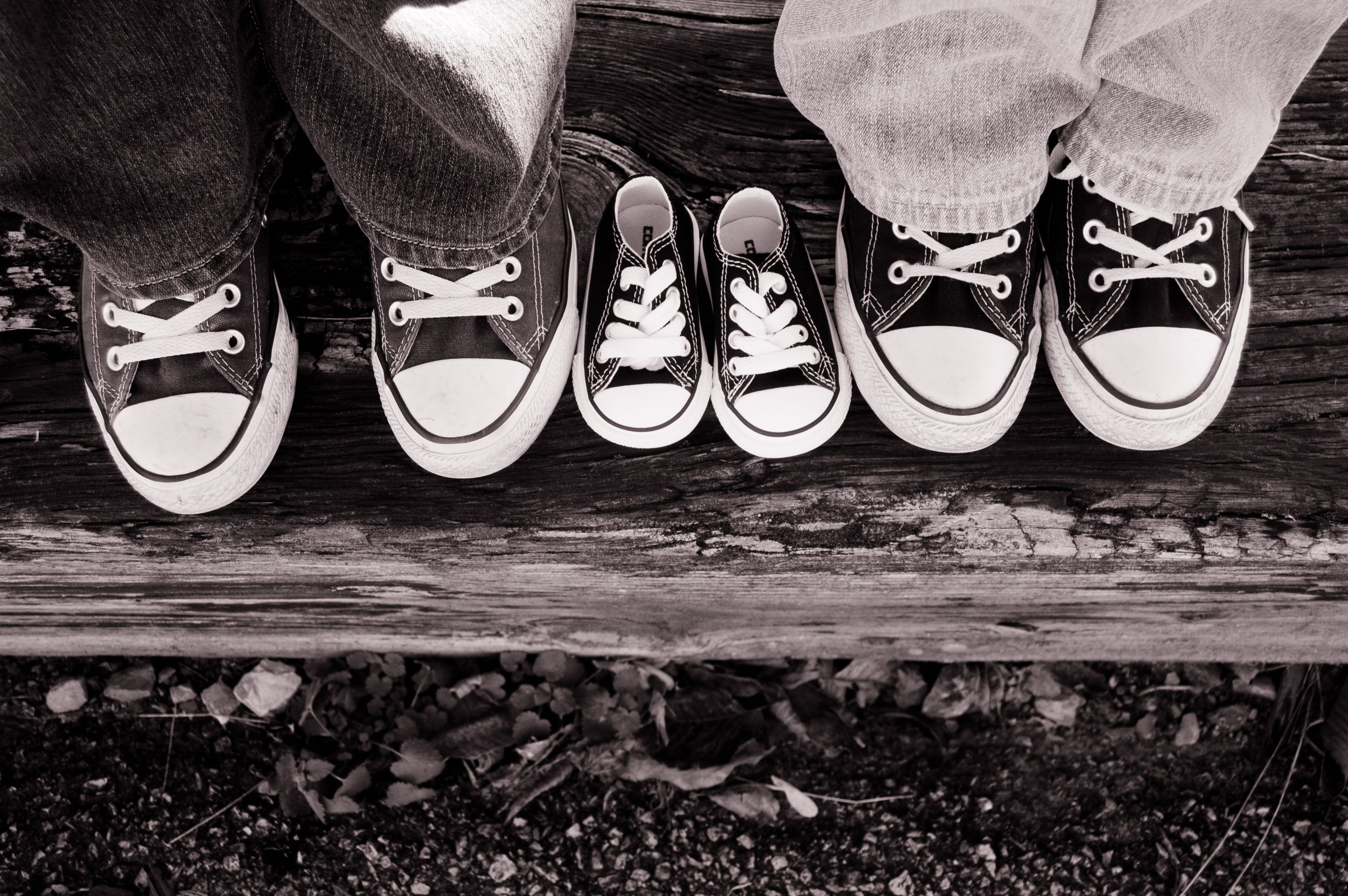 maternity pictures; converse; baby chucks; baby announcement