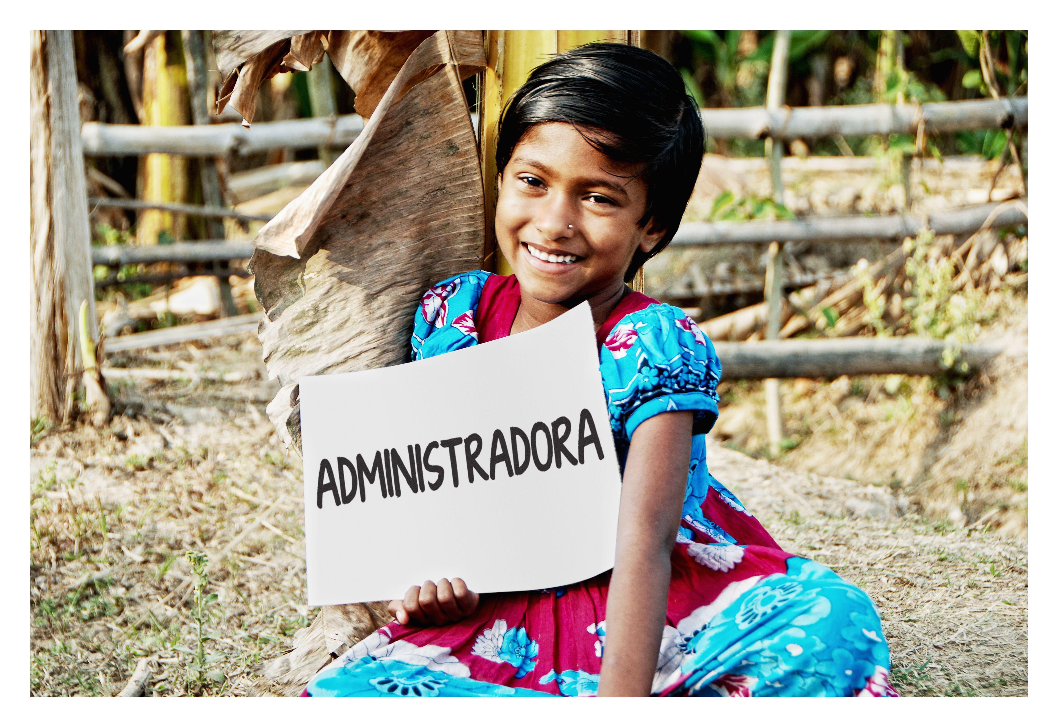 Desde que Khatun era muy pequeña ha visto a su mamá ayudar a  otras mujeres que solicitan dinero para poner en marcha sus propios negocios en Bangladesh. Gracias a los microcréditos muchas mujeres pueden sacar adelante sus pequeños negocios.  Khatun ya sabe contar y le gusta sentarse al lado de su mamá y repasar los números.  El sueño de Khatun es ser administradora y ayudar a todas las mujeres de su comunidad.   www.quierosermayor.es