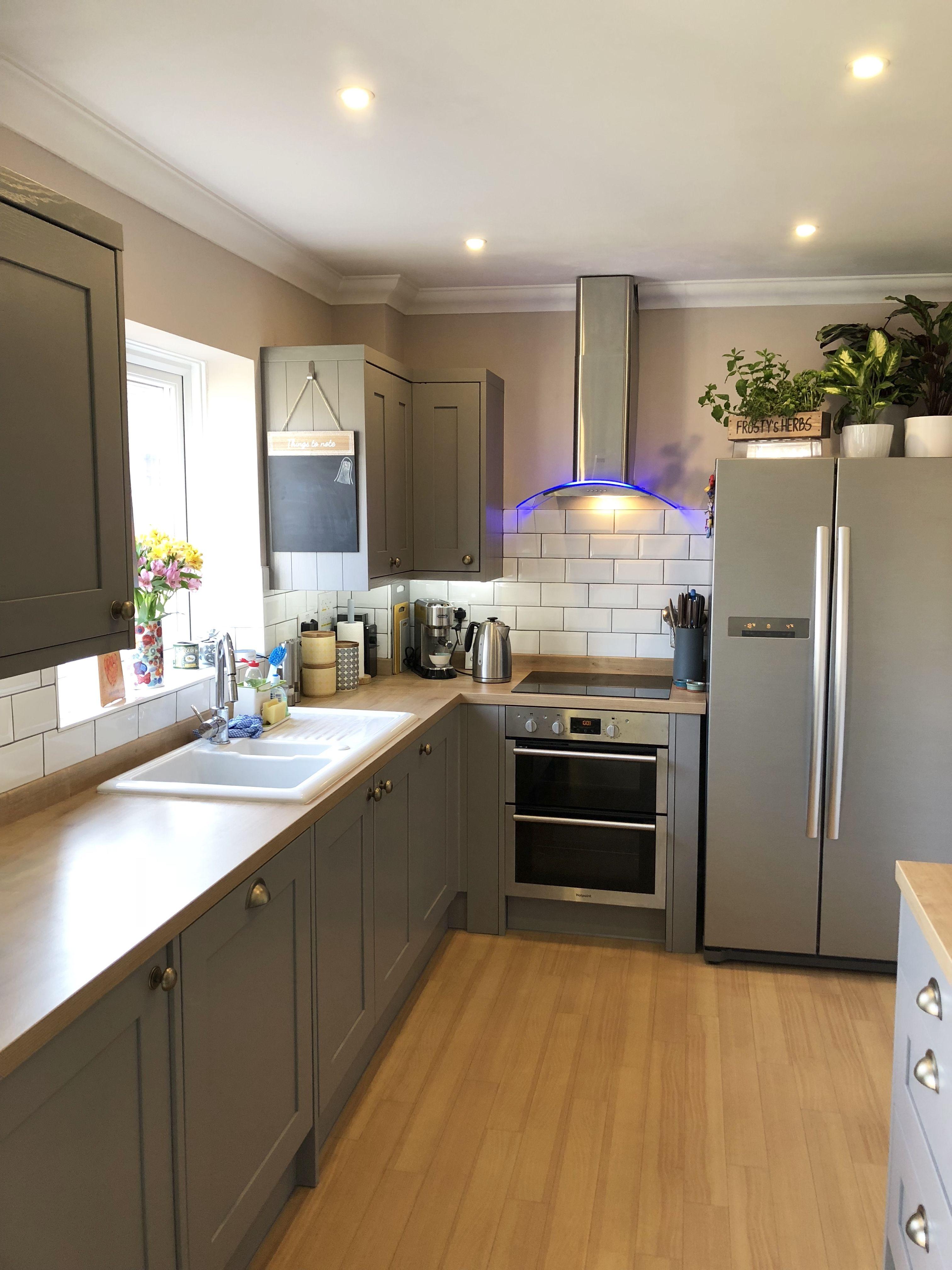 B Q Carisbrook Taupe Kitchen Wicks Windsor Handles And Subway Tiles Taupe Kitchen Kitchen Design B Q Kitchens